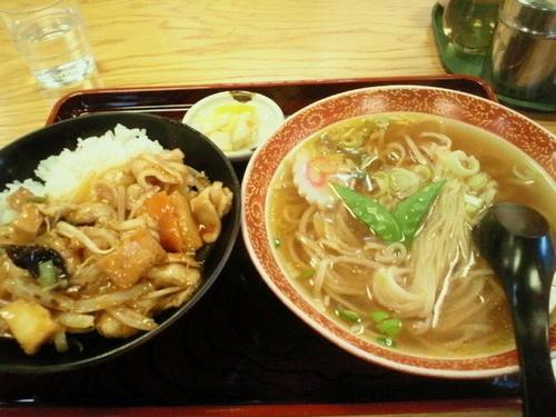 「Bランチ(豚辛丼とラーメン) 700円」@マルイチ 神田軒の写真