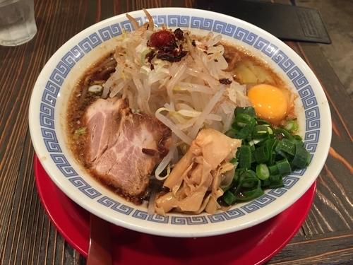 「紀州湯浅吟醸醤油ラーメン+生卵+もやし 860円」@麺屋 ひしおの写真