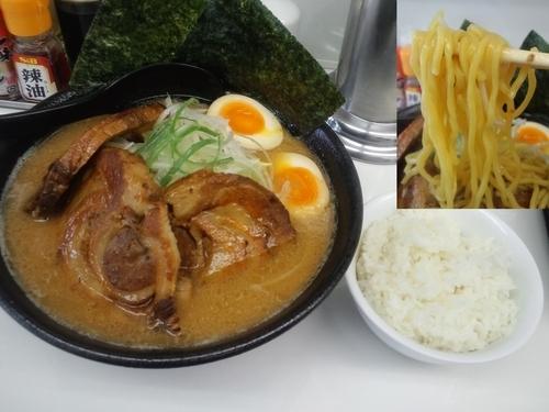 「みそチャーシュー麺950円+サービス小ライス」@麺や 山道の写真