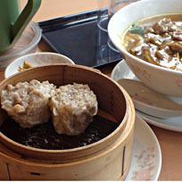 「牛肉カレースープそば830円+焼売2個240円」@中華四川料理 飛鳥の写真