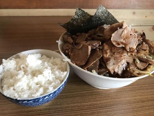 「ラーメン 麺半分 チャーシュー大盛り ライス」@前原商店の写真