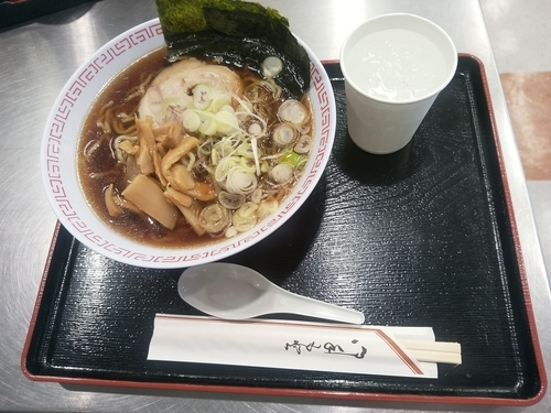 「醤油ラーメン(並盛)670円」@ブルースカイ 63番ゲートショップの写真