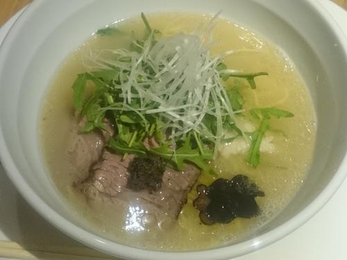 「鶏白湯塩ラーメン 黒トリュフ入 ¥1058」@Vegi & Cafeの写真