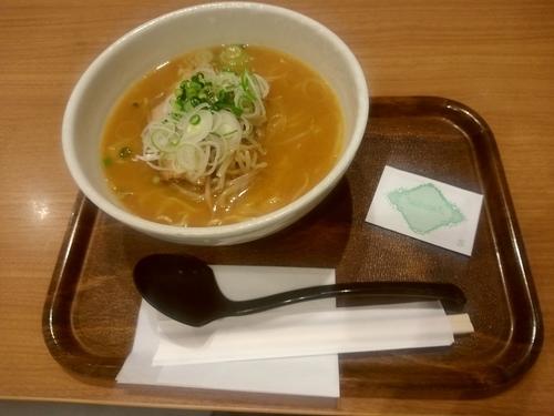 「味噌ラーメン(並盛)928円」@CAFE&DINING N's COURT 成田空港第2ターミナル店の写真
