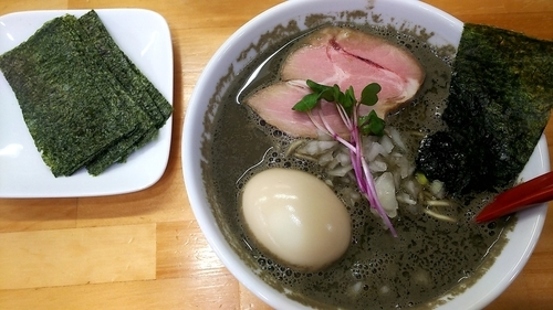 「煮干らーめん【ヤバニボ】味玉 海苔」@めんや天夢の写真