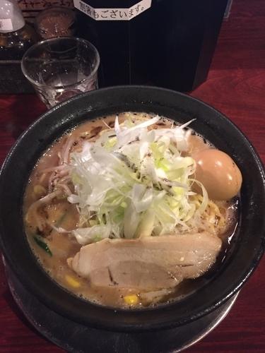 「味玉豚骨味噌ラーメン+ネギ+黒」@豚骨ラーメン じゃぐら 高円寺店の写真