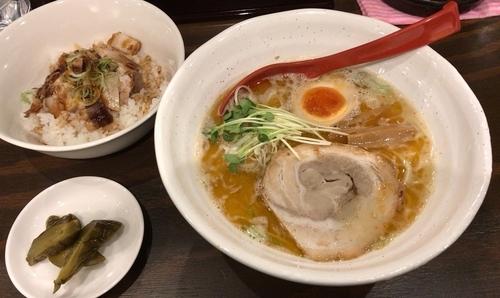 「えび鶏白湯ラーメンチャーシュー飯セット(800円+300円)」@麺処GAKUの写真