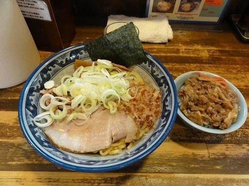 「油そば 780円 ネギマシ 牛スジ丼ミニ 250円」@兎に角 松戸店の写真
