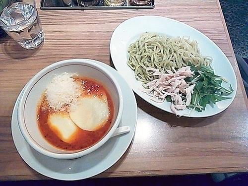 「ジェノベーゼトマトつけ麺+鶏のコンフィ」@トマトの花 吉祥寺店の写真