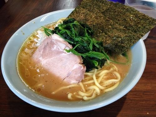 「ラーメン + ほうれん草」@横浜家系豚骨醤油極太麺 侍 本店の写真
