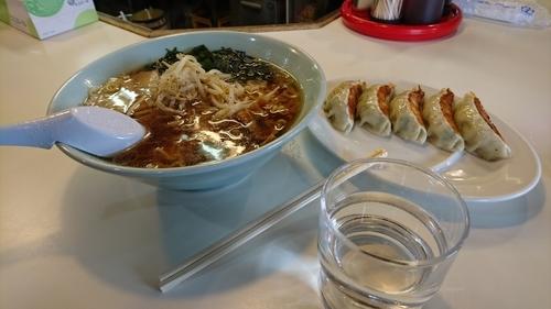 「醤油ラーメン 餃子」@ピリカ 大泉店の写真