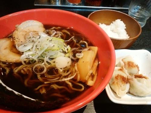 「富山ブラック 水餃子セット」@麺家いろは 京都駅ビル店の写真