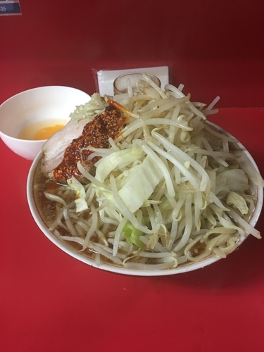 「大豚ラー油カラメニンニク➕生卵」@ラーメン二郎 千住大橋駅前店の写真