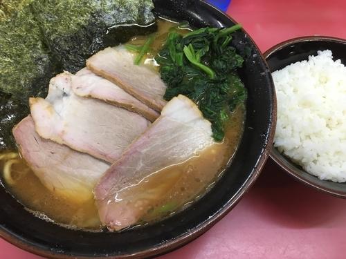 「大盛チャーシュー麺 固め多めとライス」@王道家の写真