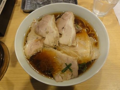 「醤油ラーメン ポーク(たっぷり厚切りチャーシュー・ネギ入)」@西梅田 らんぷの写真
