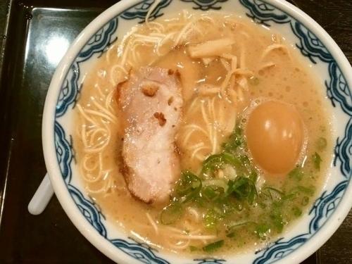 「ラーメン+味付玉子」@赤のれんの写真