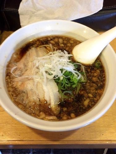 「ブラックラーメン(細麺・背脂)」@大津家の写真