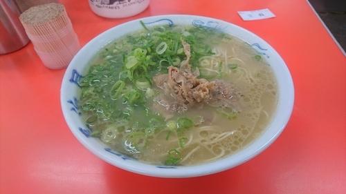 「ラーメン(麺硬め)+替え玉」@元祖 長浜屋の写真