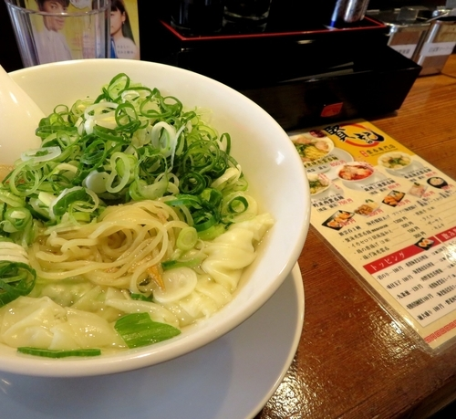 「肉野菜雲呑麺(焼塩)+九条ネギ(870円)」@香港雲呑専門店 賢記の写真
