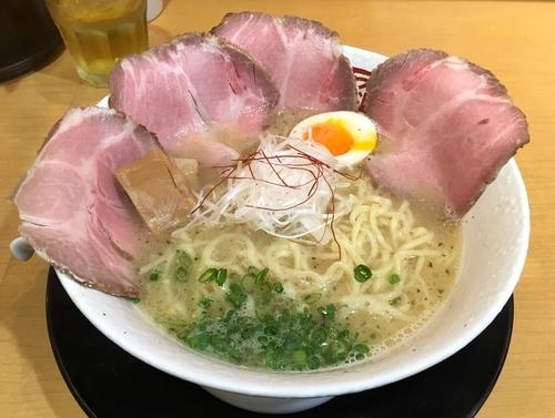 「らーめん +チャーシュー追加サービス」@らーめん鶴武者の写真