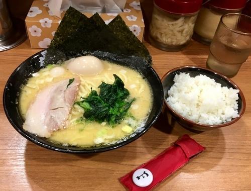 「味玉ラーメン+ライス」@横浜家系ラーメン 秋津商店2号店の写真