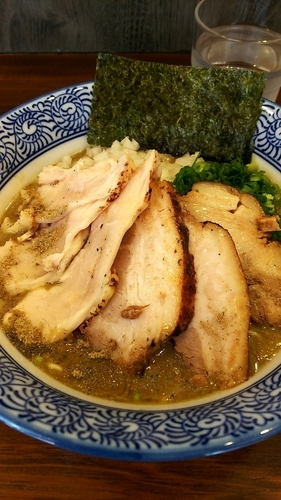 「⑦濃厚炙り肉6煮干し中華蕎麦&⑫生和え玉⑭ネギ」@煮干し中華蕎麦 山崎の写真