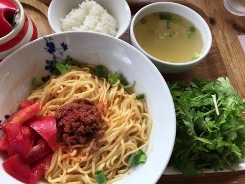 「冷やしまぜトムヤム850円(追い飯とスープ付き)+パクチー爆」@あたりやの写真