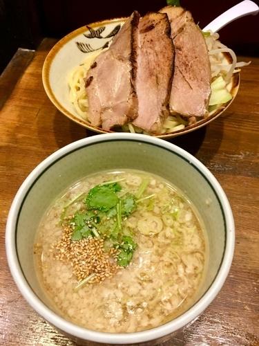 「② 炙りチャーシューと野菜の川越しょうゆつけ麺 ¥800」@ラーメンアキラの写真