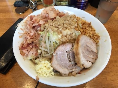 「まぜそば大盛りニンニクアブラカラメ」@麺屋 豚道場の写真