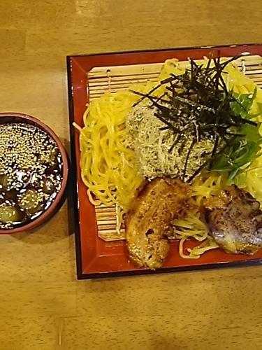 「冷やざるチャーシュー麺」@とりの助 坂戸にっさい店の写真