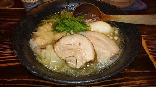 「海老ワンタン塩ラーメン+塩煮卵」@横濱元町 塩らー麺 本丸亭 元町店の写真