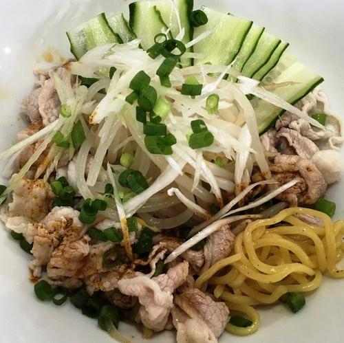 「【夏季限定】雲白肉麺 ~豚しゃぶのニンニク辣油冷麺~」@汁そば といろの写真