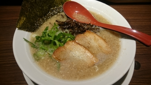 「豚骨白(550円)+炙りチャーシュー丼(200円)」@博多らーめん 一心堂 蒲田店の写真