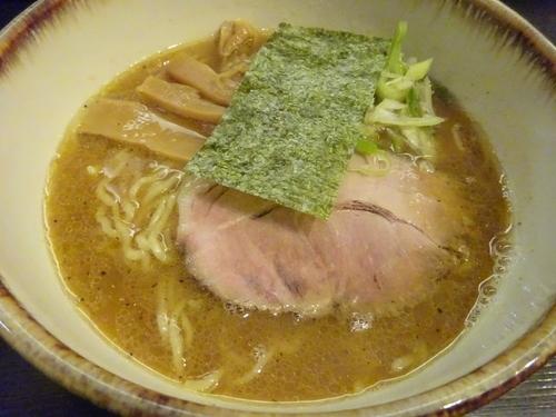 「らーめん 700円 + 水餃子(海老2個・ニラ2個)200円」@麺や 樽の写真