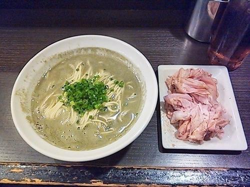 「煮干そばclassic+豚肩ロース生ハム風」@灰汁中華 丿貫 福富町本店の写真