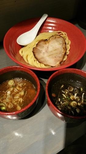 「ハーフ&ハーフ(魚介豚骨、エビとイカ墨)」@つけ麺専門 百の輔の写真