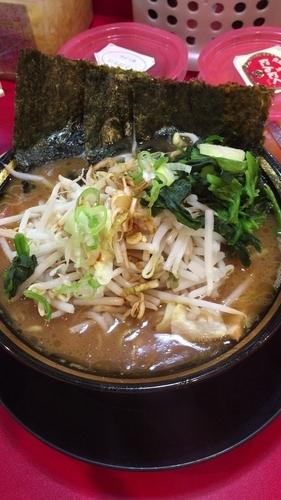 「チャーシュー麺 野菜(50円)のせ」@家系ラーメン とらきち家の写真