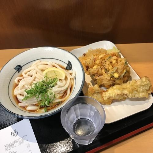 「ぶっかけ 冷, かき揚げ, 鶏天」@讃岐うどん たら福本舗 IKE 麺 KITCHEN店の写真