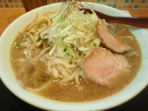 「冷やし味噌らーめん(大盛) 950円、おろし生姜 50円」@麺や うから家からの写真