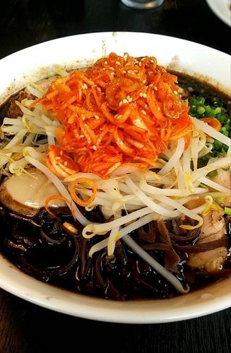 「黒マー油チャーシュー麺(大盛り) 辛ネギ」@味千ラーメン 佐久町店の写真