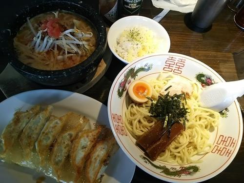 「石鍋辛味噌つけ麺(1玉) ※クーポンで500円 +王道焼餃子」@餃子食堂 みのわ店の写真