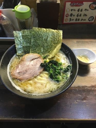 「醤油ラーメン並 全て普通」@横浜家系 ぱるぷん亭の写真
