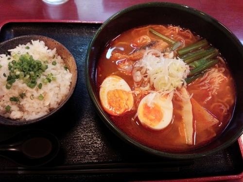 「辛口鯛ラーメン鯛めし付き」@鯛麺 真魚の写真