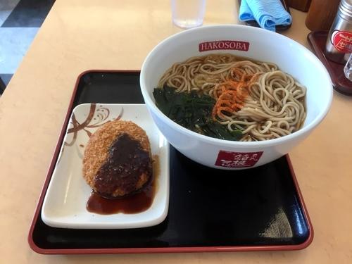 「かけそば、コロッケ」@名代 箱根そば 成城学園前店の写真