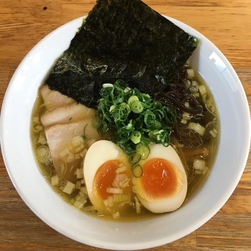 「塩そば (700円) 特製 (200円)」@ひかり食堂の写真