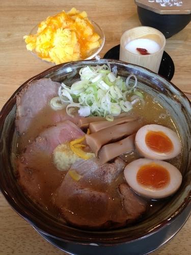 「特製味噌らぁめん  杏仁豆腐  マンゴーアイス」@らぁめん秀 金澤の写真