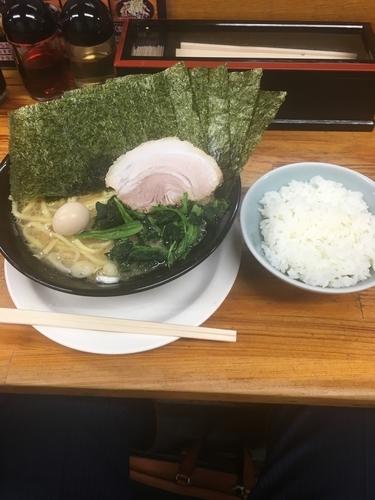 「ラーメン 並 醤油 中太麺 のり 半ライス」@横浜ラーメン 湘家 前橋店の写真