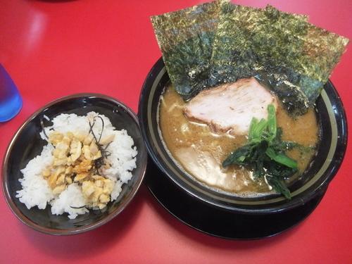 「ラーメン490円(麺普通味濃い目油多め)半たまごまぶし90円」@家系ラーメン 王道 いしいの写真