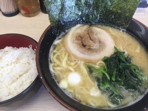 「醤油ラーメン(並)+小ライス」@すずき家 下永谷2号店の写真