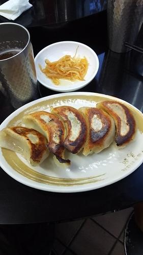 「手打餃子」@中国手打拉麺 馬賊 日暮里店の写真